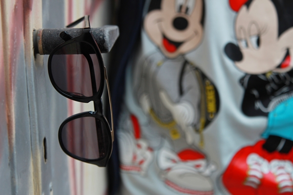 close up sonnenbrille mickie mouse disney