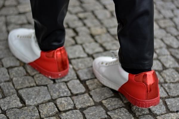 rot weiße Schuhe von der berlin fashion week Outfitregeln