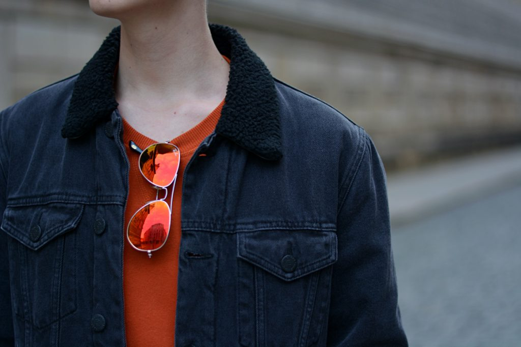 Stylisches Outfit in orange/schwarz