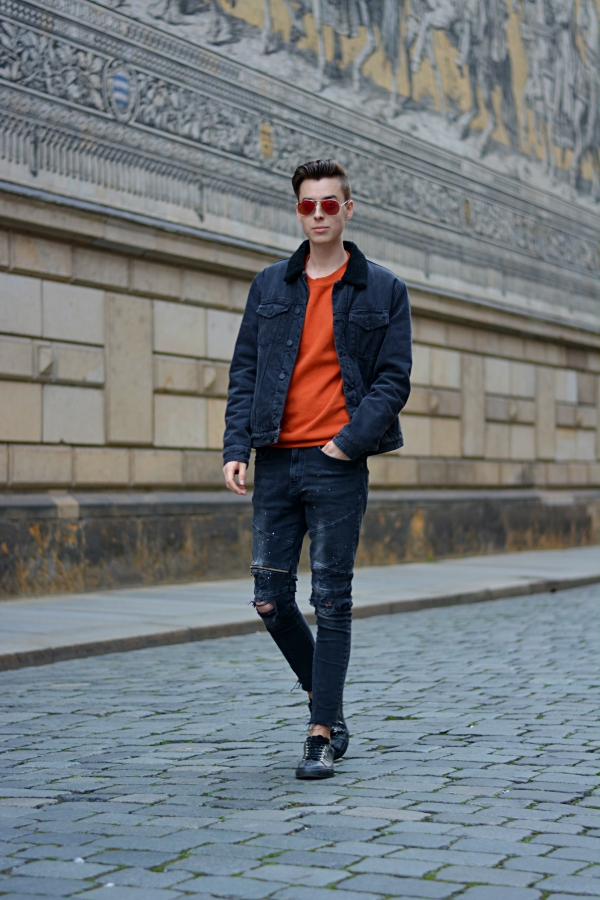 Blogger Pierre in schwarz/orange Outfit