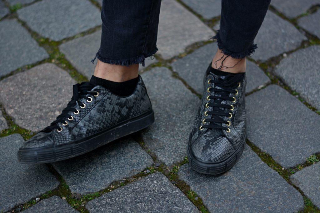 Schwarze Schuhe in Schlangenlederoptik -stylisch