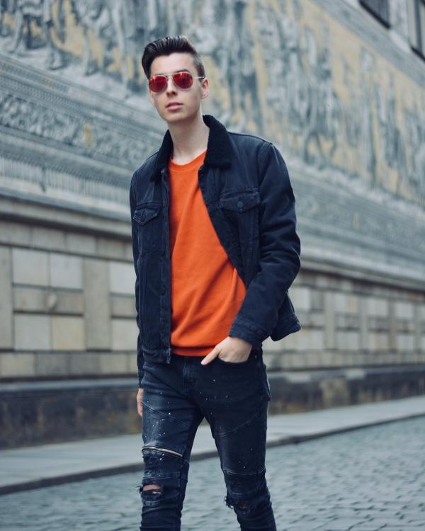 Modeblogger vor dem Fürstenzug in Dresden